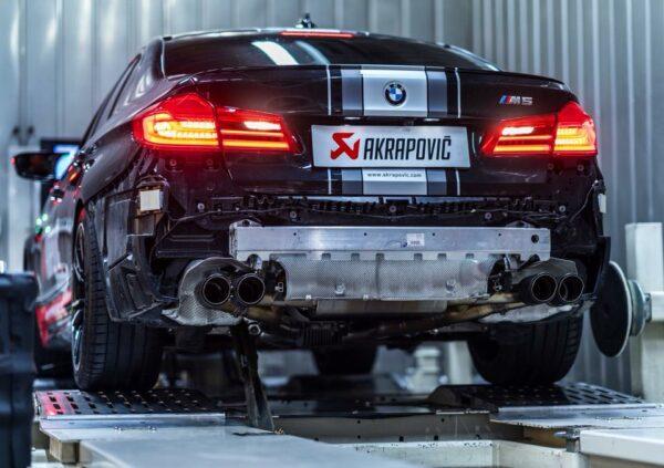 Akrapovic Komplettanlage Evolution Line (Titanium) nach Kat inkl. Carbon Endrohre passend für BMW M5 F90